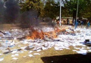 Conakry sous tension des bureaux de vote br l s - Organisation bureau de vote ...